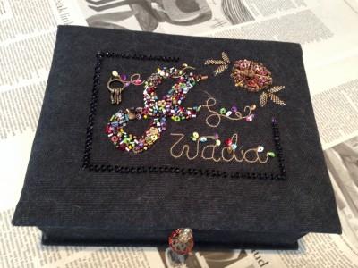 jのイニシャル刺繍が完成したので、カルトナジュを作りました。