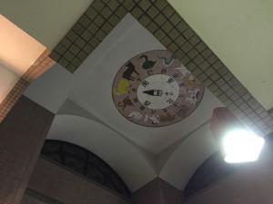 東武線 群馬県の新桐生駅の天井には十二支が描かれています。