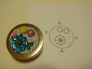 ビーズ刺繍が完成したものと刺す為の製図です。大きな円と小さな円と点があります。