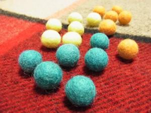 18個の羊毛玉があります。