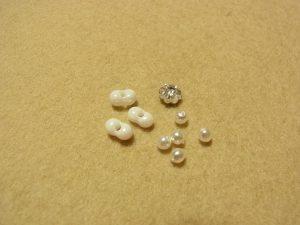 変形ビーズ、4mm花形クリスタル、3mmパールがあります。