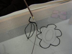 茎にワイヤーを糸で固定します。