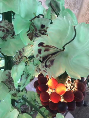 ガラスで作った葡萄の葉です。