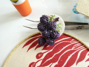 葡萄のブローチができました。