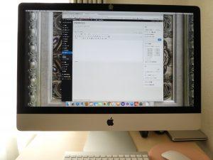 愛用のパソコンiMacです。