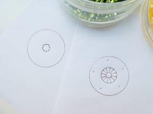 お花の製図は円を8等分と12等分にしています。