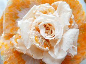 プリザーブドフラワーとアリワークのコラボでできた薔薇です。