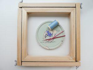 アリワーク用の刺繍枠と針と糸です。