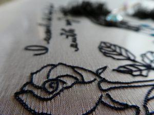 薔薇の蕾の刺繍です。
