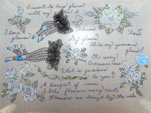 アリワークレッスンの新課題です。手袋と薔薇の花と英字がデザインされています。