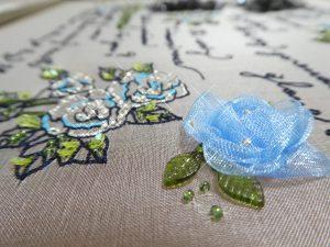 オーガンジーリボンで作った薔薇の花です。