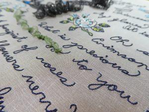 英字を糸刺繍で刺します。