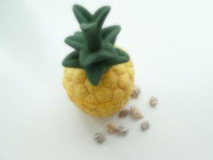陶器のパイナップルです。