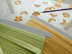 リボン刺繍用のリボンと、月型、花型スパンコールです。