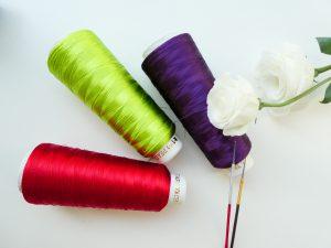 ビーズ刺繍に使用するレーヨン糸です。