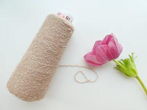 新商品のモコモコの糸です。