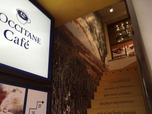 cafeL`OCCITANEに行く為の階段です。