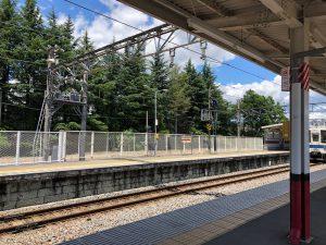 東武線の新桐生駅です。空が青くてのどかです。