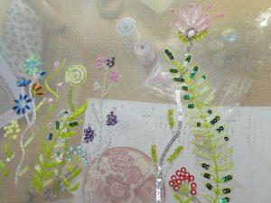 アリワークの糸刺繍で色々なお花が刺せています。