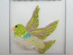 羽根にモールを使った小鳥です。
