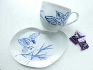 可愛いスズメ柄のカップとソーサーです。
