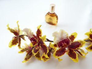花粉症に耐えながらビーズ刺繍のレッスンです。