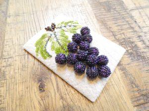 パールで作った葡萄の実がさり気なく揺れます。