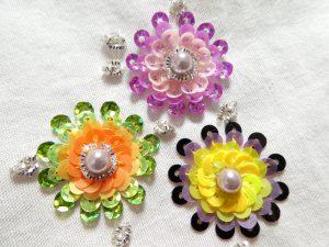 スパンコールで刺したお花が3個あります。