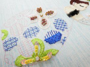 1本どりレーヨン糸の糸刺繍が満載です。