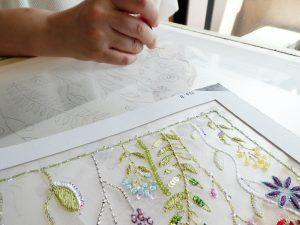 始めてレーヨン糸を使って糸刺繍に挑戦です。