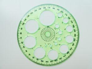 円形のスケールは製図の時に使います。