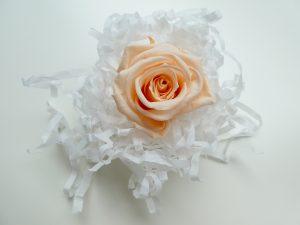 プリザーブドフラワーの薔薇です。