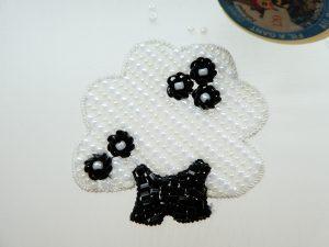オートクチュールビーズ刺繍、アリワークで刺したtree型のブローチです。