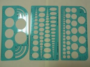 製図に使うスケール3種類があります。円形2種類と楕円形。
