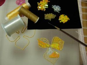黄色いバラの花びらの、1枚1枚の模様を変えています。