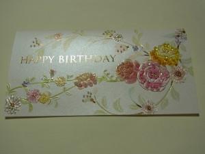 刺し上がったカードがあります。柔らかい色調で、刺し過ぎず上品な感じになっています。