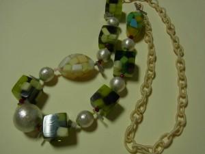 夏向けのゼリーのネックレスです。シーズンが過ぎたので解体します。