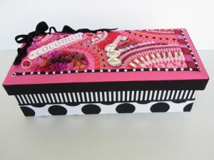 カルトナージュ(cocomorの箱)完成しました。ピンクの蓋にビーズ刺繍が埋め尽くしてあります。