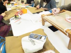 新しい、お教室でビーズ刺繍のレッスンです。