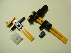キャップを外すと、刃物と固定する部分の針が出てきます。