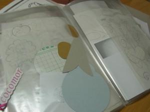 4冊のファイルケースの中は、図案の資料が沢山入っています。