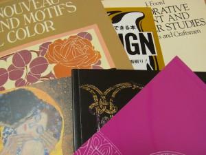 デザインをする時の参考にしている数冊の本です。