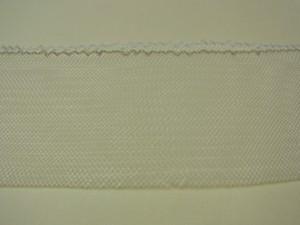 4.5㎝幅の白いゴム状のリボンです。