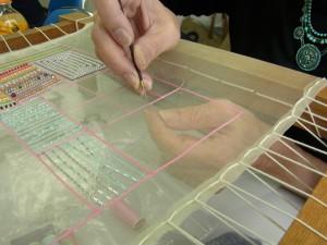 糸刺繍で2本線を刺しています。