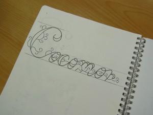 cocomorのデザイン画を描いています。
