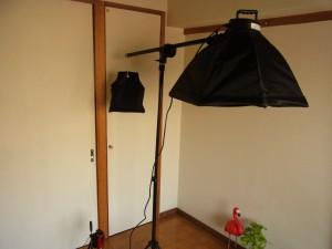 撮影機材の照明とビデオカメラです。