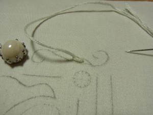 糸を引き抜いていきます。チェーンステッチが一つできました。
