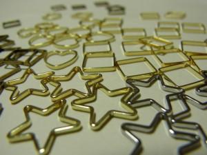 ゴールドとシルバーの星型パーツです。