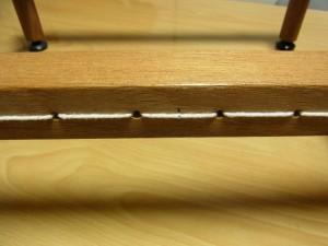 木枠の横棒には糸が張ってあります。