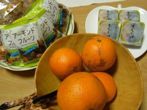 甘いもの、しょっぱいもの、フルーツが揃っています。